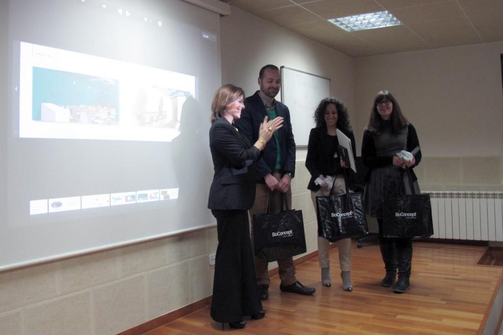 directora-escuela-madrileña-decoracion-alumnos-ganadores-rally-diseño-solidario
