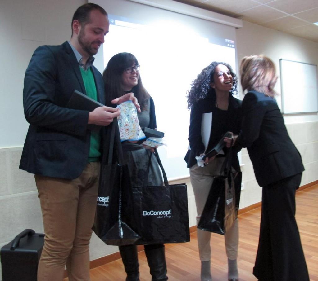 directora-esmadeco-felicita-alumnos-ganadores