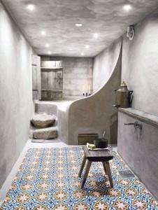 baldosa hidráulica en baño antiguo