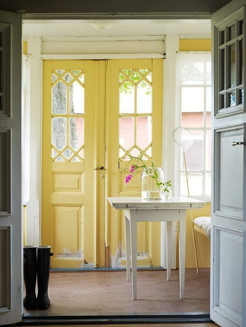 Decorar las puertas de tu casa con colores llamativos for Pintar puertas