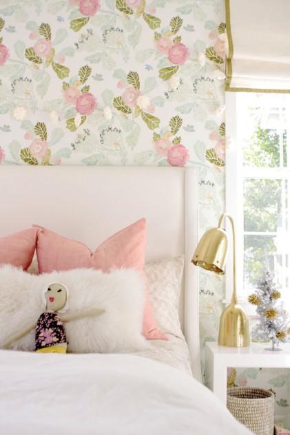 dormitorio infantil rosas estampadas
