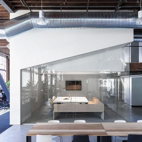 interiorismo corporativo pinterest sala de reuniones