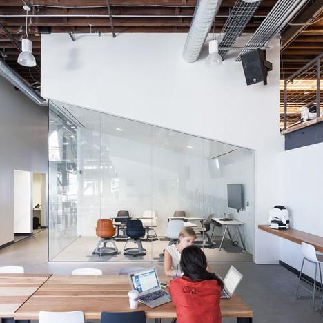 interiorismo corporativo sala de reuniones pinterest