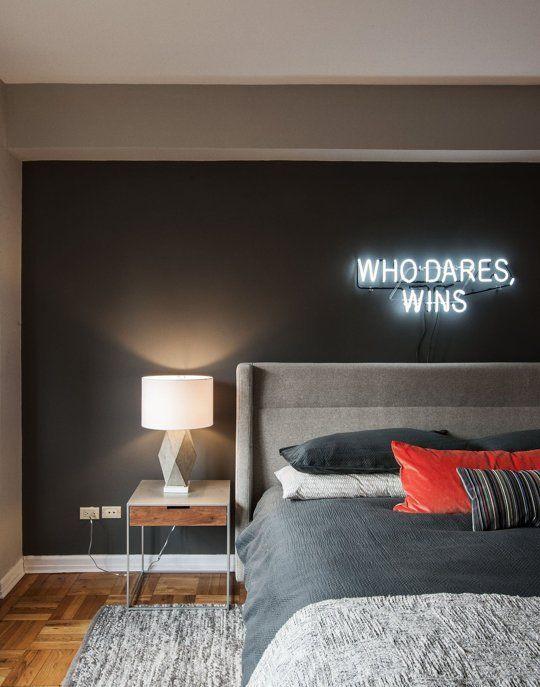 interiorismo masculino dormitorio con luces