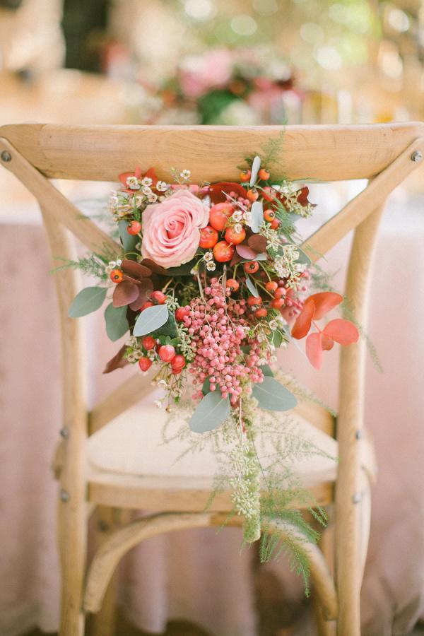 las flores en la silla