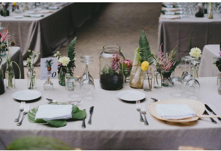 las flores y verduras en botes